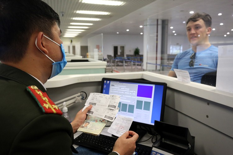 PROCEDURES THAT FOREIGN EMPLOYEES NEED TO DO WHEN LIVING AND WORKING IN VIETNAM